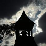 Glockenturm eines historischen Schulhauses in Florence, USA (Keystone/EPA/Larry W. Smith)