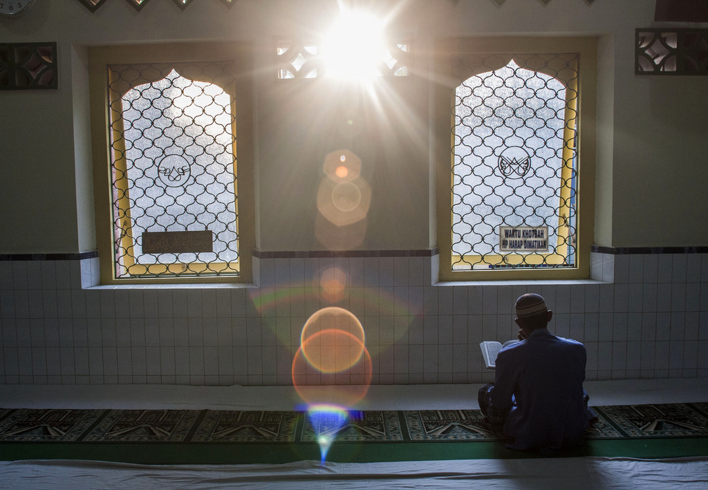 Die Sonne in einer Moschee in Solo, Indonesien (Keystone/AP Photo/Gembong Nusantara)