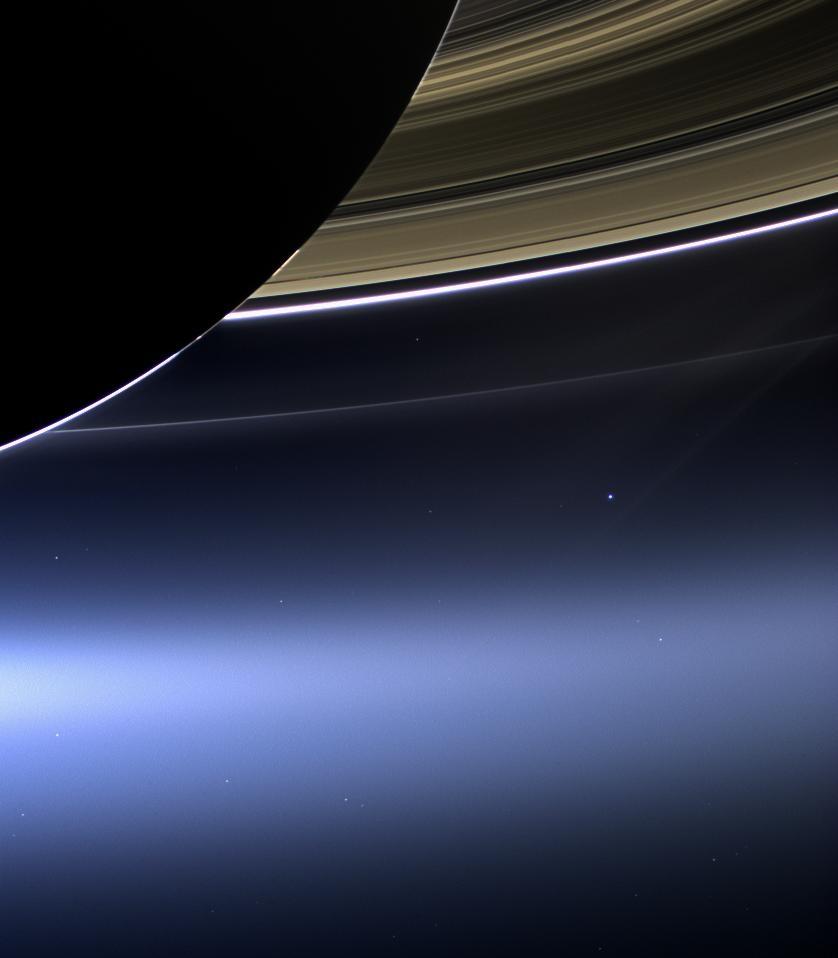 Nasa-Foto: Die Sonde Cassini sieht die Erde (heller Punkt Mitte rechts) vom Saturn aus  (AP Photo/NASA/JPL-Caltech/Space Science Institute)