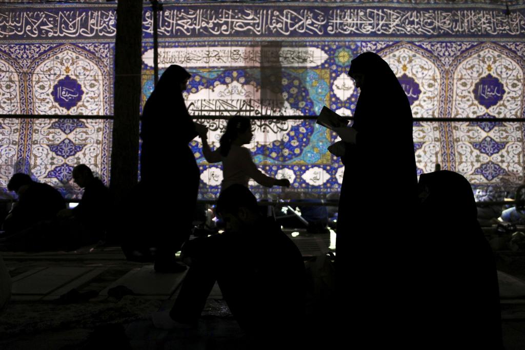 Religiöse Zeremonie auf einem Friedhof außerhalb von Teheran Iran  (AP Photo/Ebrahim Noroozi)