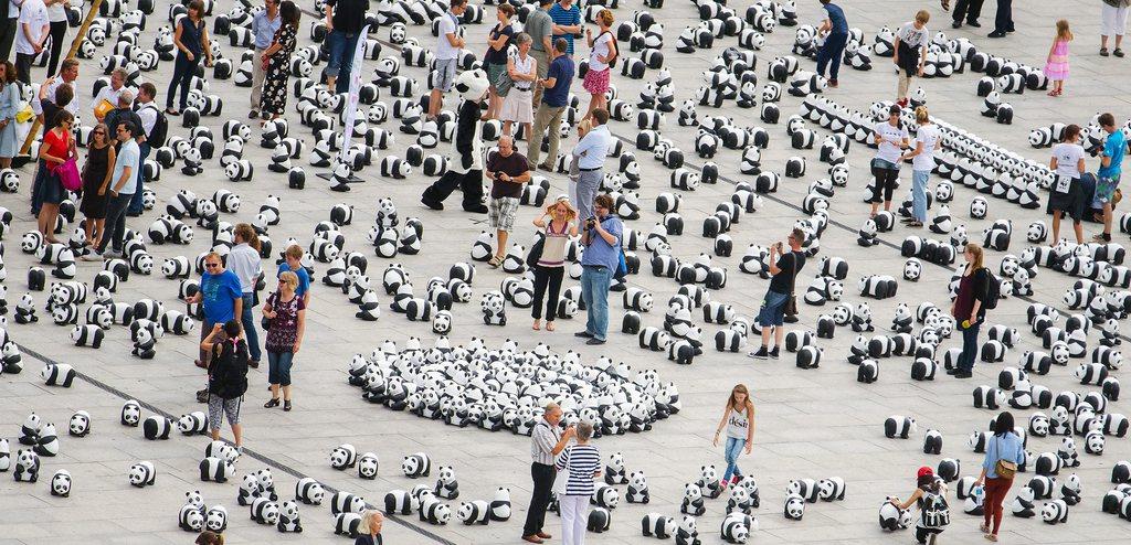 Aktion des WWF mit Panda-Figuren in Berlin D EPA/Hannibal Hanschke