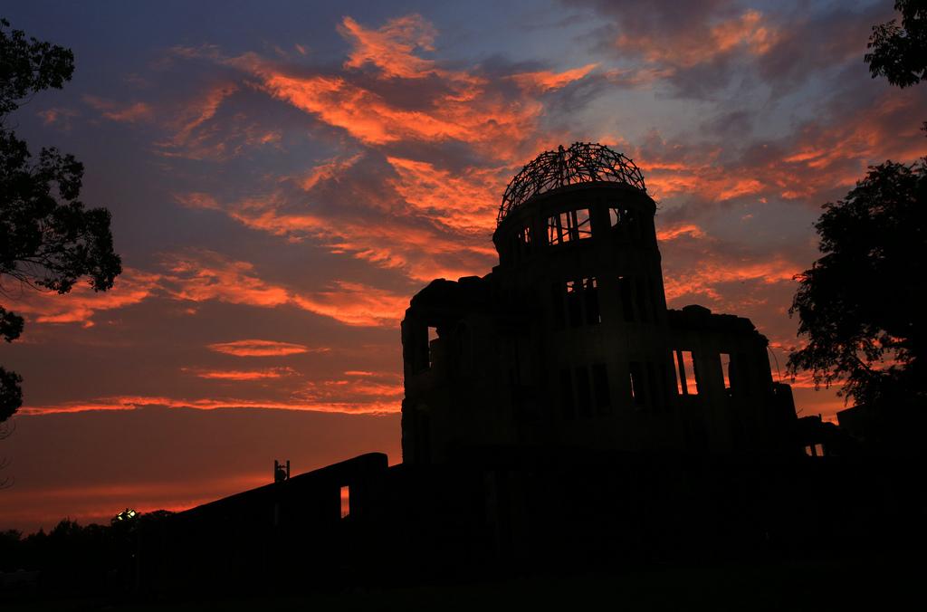 Der zerstörte Dom in Hiroshima in der Abenddämmerung, Gedenktag des Atombombenabwurfs am 6. August (AP Photo/Shizuo Kambayashi)