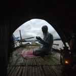 Gebet eines Fischers, Gauhati Indien  (AP Photo/Anupam Nath)