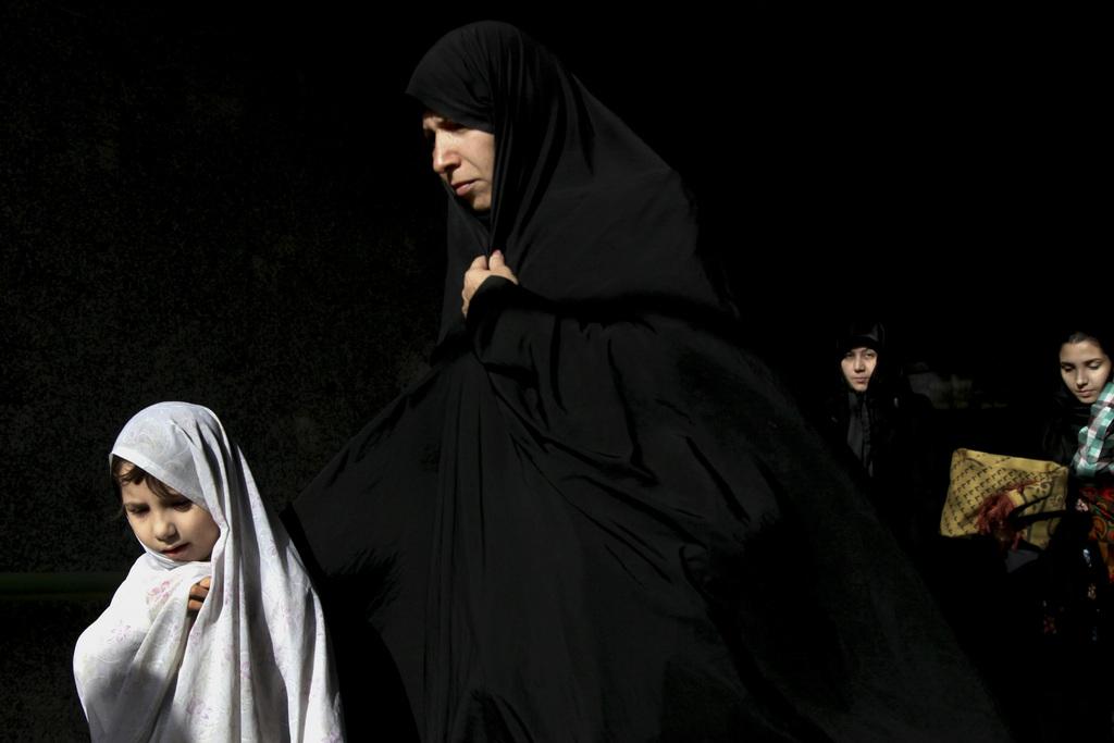 Frauen und Kinder in Teheran Iran (AP Photo/Ebrahim Noroozi)