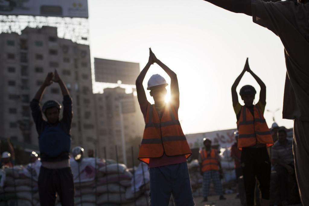 Morgenübungen der Unterstützer des abgesetzten Präsidenten Mursi in Kairo Ägypten (AP Photo/Manu Brabo)