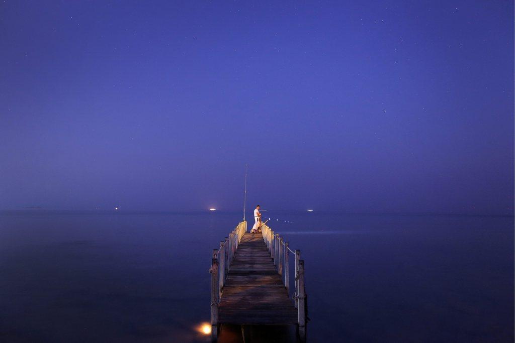 Abend mit Angler am Meer, Griechenland EPA/ALKIS KONSTANTINIDIS