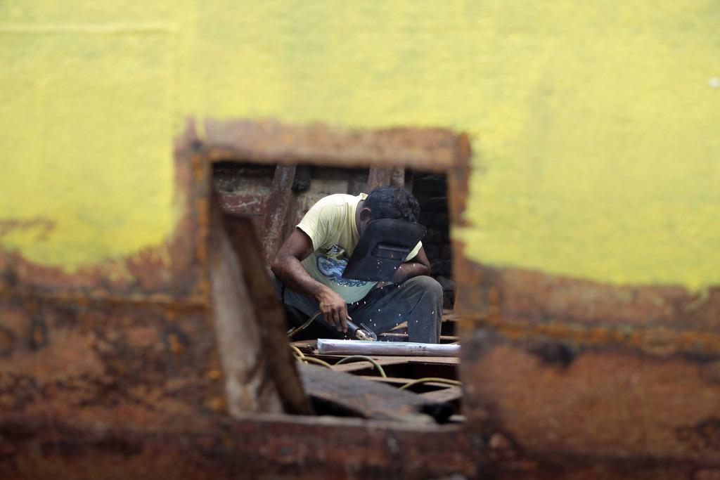 Arbeiter in einer Werft bei Dhaka, Bangladesh (Keystone/AP Photo/A. M. Ahad)