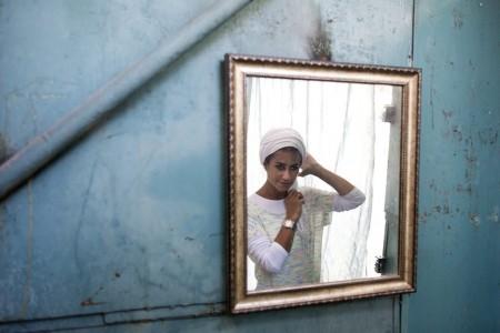 Ein Jüdin richtet ihre Haare in Jerusalem, Israel (Keystone/EPA/Abir Sultan)