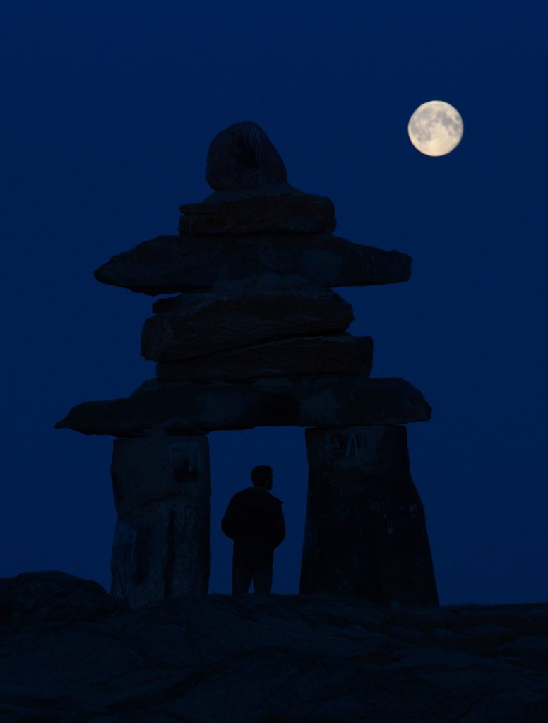 Mond über Rankin Inlet, Nunavut (Keystone/The Canadian Press/Sean Kilpatrick)