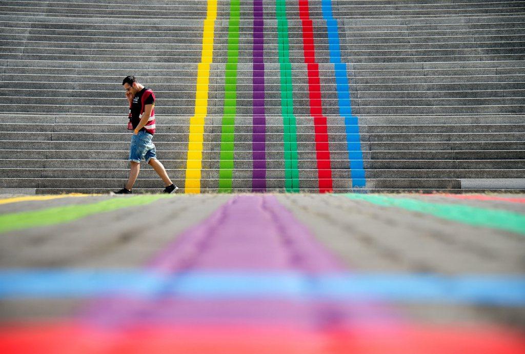 Farbenfrohe Stufen in Hanover, Deutschland (Keystone/EPA/Julian Stratenschulte)