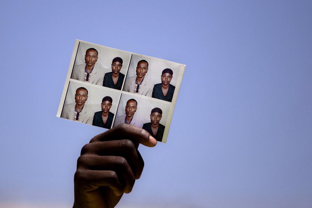 Auf der Suche nach Verwandten in Jerusalem, Israel (Keystone/AP Photo/Sebastian Scheiner)