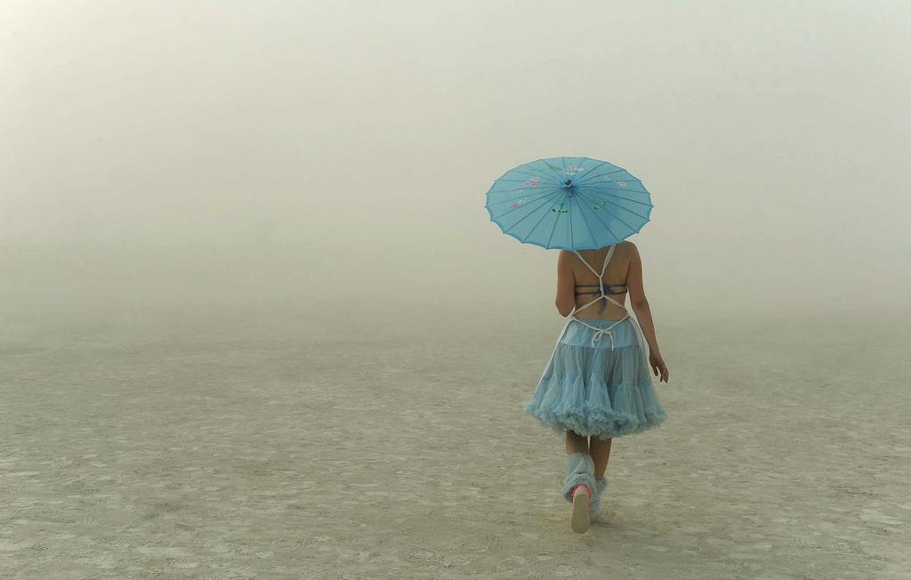 Eine junge Frau in Gerlach, USA (Keystone/AP Photo/The Reno Gazette-Journal, Andy Barron)
