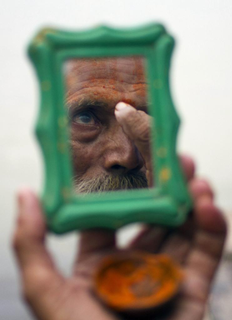 Ein Hindu-Priester nach seinem Bad im Sangam bei Allahabad, Indien (Keystone/AP Photo/Rajesh Kumar Singh)
