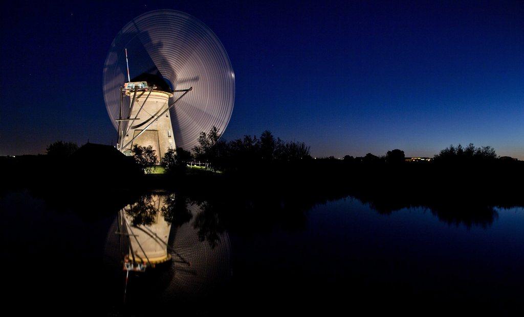 Historische Windmühle bei Nacht, Molenwaard, NL EPA/GUUS SCHOONEWILLE