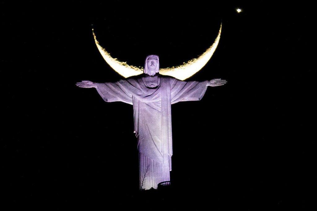 Mond und Venus über der Christusstatue in Rio de Janeiro Brasilien, EPA/ANTONIO LACERDA