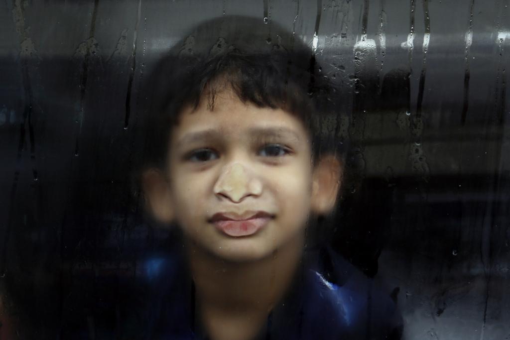 Plattgedrückte Nase, Mumbai Indien (AP Photo/Rafiq Maqbool)
