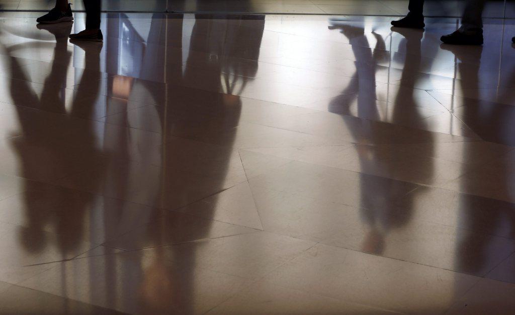 Spiegelungen in einem Einkaufszentrum in Bangkok Thailand EPA/RUNGROJ YONGRIT
