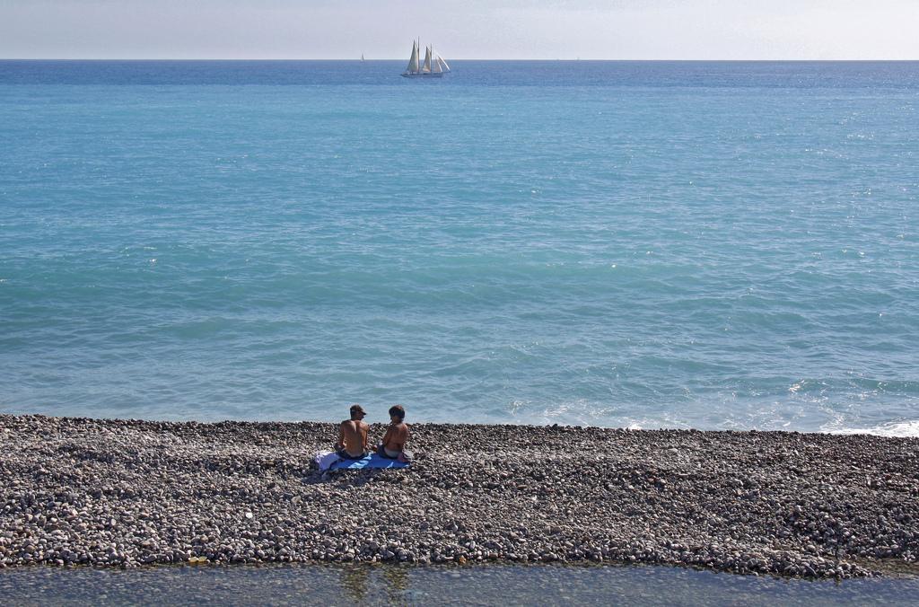 Am Strand vor Nizza, Frankreich (Keystone/AP Photo/Lionel Cironneau)