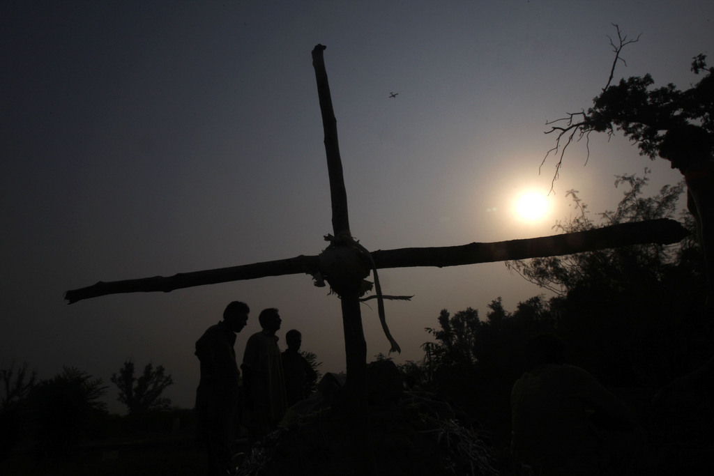 Begräbnisfeier nahe Peshawar, Pakistan (AP Photo/Mohammad Sajjad)