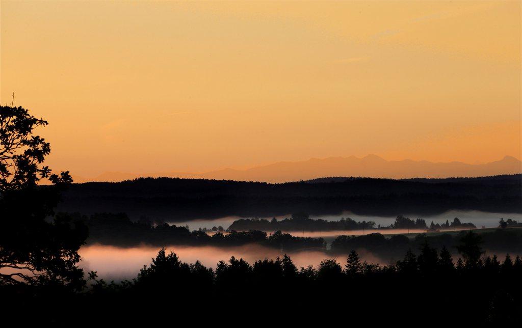 Herbstmorgen vor Sonnenaufgang im Isartal nahe Icking D EPA/STEPHAN JANSEN