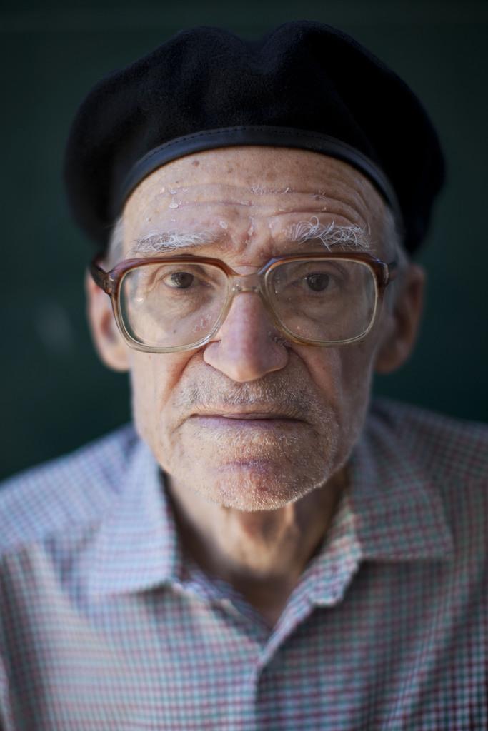 Porträt eines alten mannes in Tel Aviv, Israel  (AP Photo/Oded Balilty, Archiv)