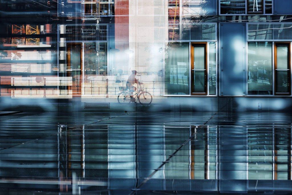 Mehrfachspiegelung in Berlin an der Spree, AP Photo/Markus Schreiber
