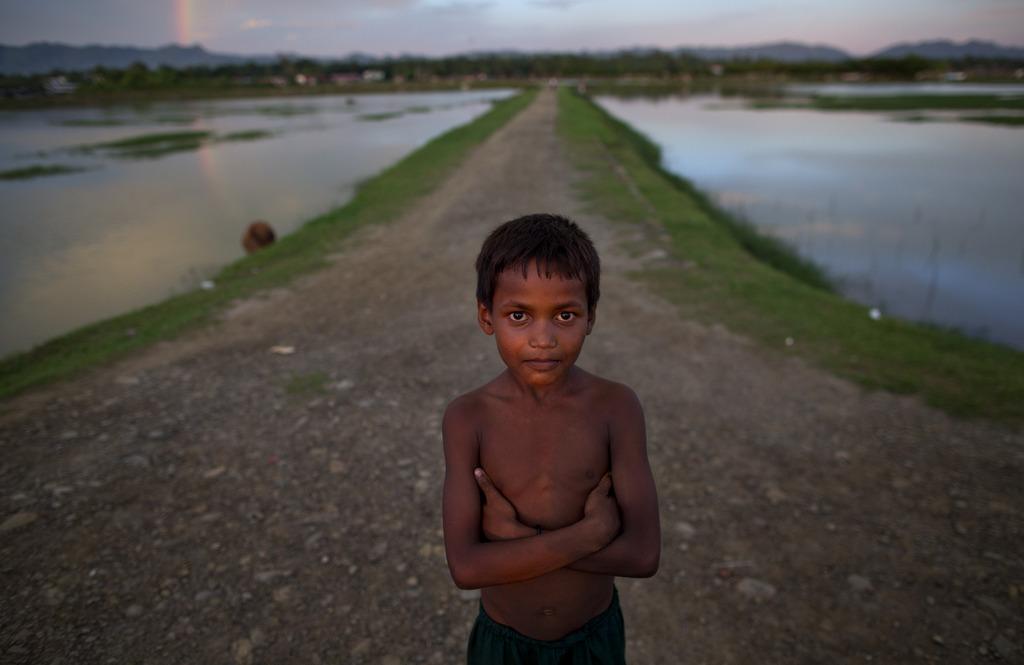 Kinderporträt: Junge an der Grenze zwischen Myanmar und Bangladesh (AP Photo/Gemunu Amarasinghe)