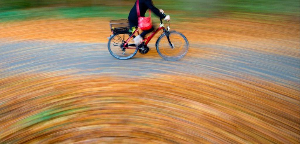 Radfahrer in Hanover, Deutschland (Keystone/EPA/Julian Stratenschulte)