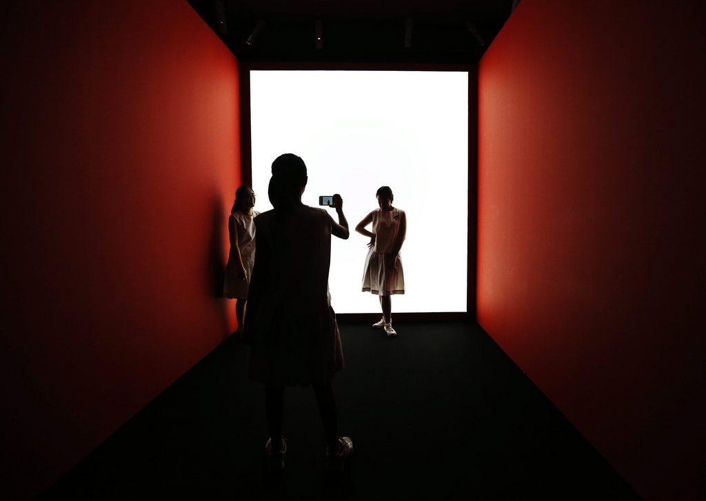 Szene von der Kunstbiennale in Singapur EPA/HOW HWEE YOUNG