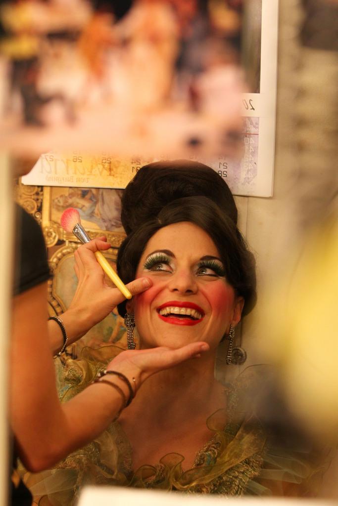 Myrsini Margariti vor ihrem Auftritt in der griechischen Nationaloper in Athen, Griechenland (Keystone/AP Photo/Thanassis Stavrakis)