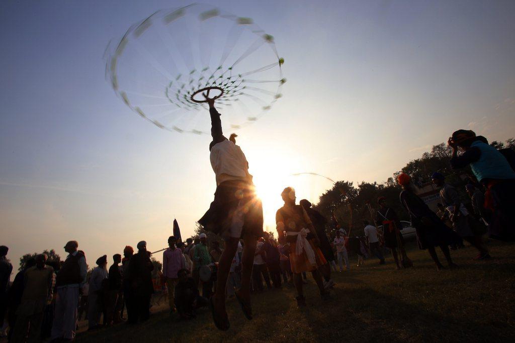 Artistische Vorführung bei einer religiösen Prozession von Sikhs, Amritsar Indien EPA/RAMINDER PAL SINGH