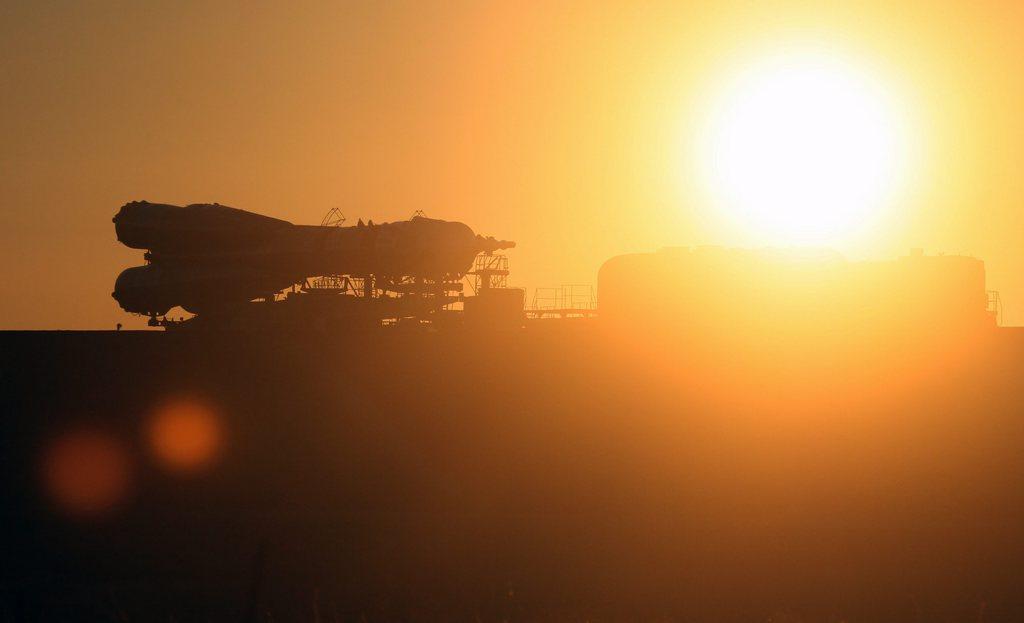 Sojus-Rakete auf dem Weg zum Start, Baikonour Kasachstan EPA/SERGEI CHIRIKOV