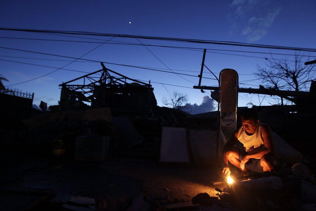 Abendlicht auf der durch den Taifun zerstörten Leyte-Insel Philippinen EPA/RITCHIE B. TONGO