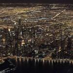 Blick von oben auf das nächtliche Chicago  (AP Photo/Kiichiro Sato)