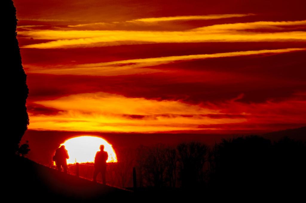 Sonnenuntergang in Daillens, Schweiz (Keystone/Laurent Gillieron)