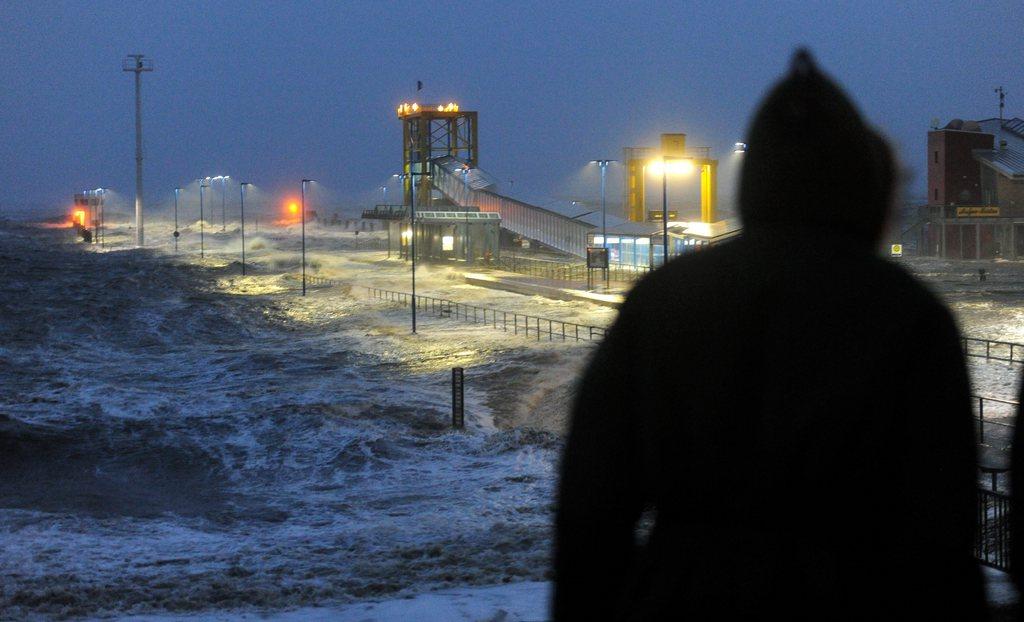 Sturm Xaver in Dagebuell, Deutschland (Keystone/EPA/Carsten Reeder)