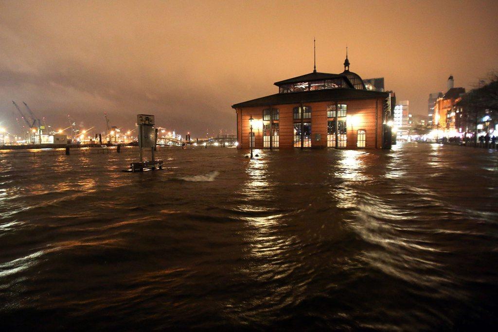 Sturm Xaver über Hamburg, Deutschland (Keystone/EPA/Bodo Marks)