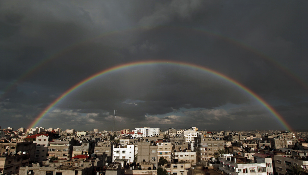 Kompletter Regenbogen über Gaza-Stadt, Palästina (AP Photo/Hatem Moussa)
