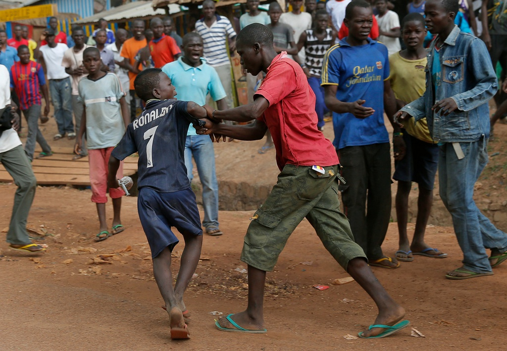 Gewaltszene in Bangui: Christen und Muslime gehen aufeinander los, Zentralafrikanische Republik (AP Photo/Jerome Delay)
