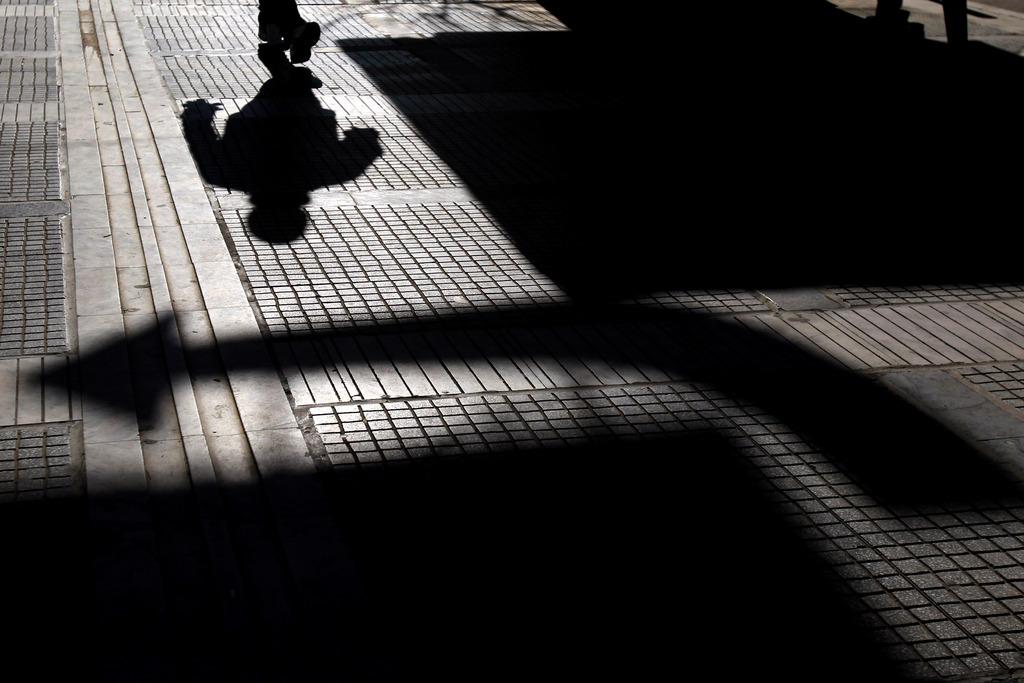 Schattenspiel in Thessaloniki, Griechenland (Keystone/AP Photo/Nikolas Giakoumidis)