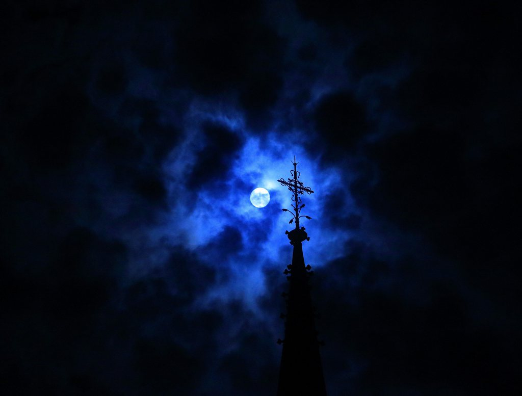 Vollmondnacht in Magdeburg D, EPA/Jens Wolf