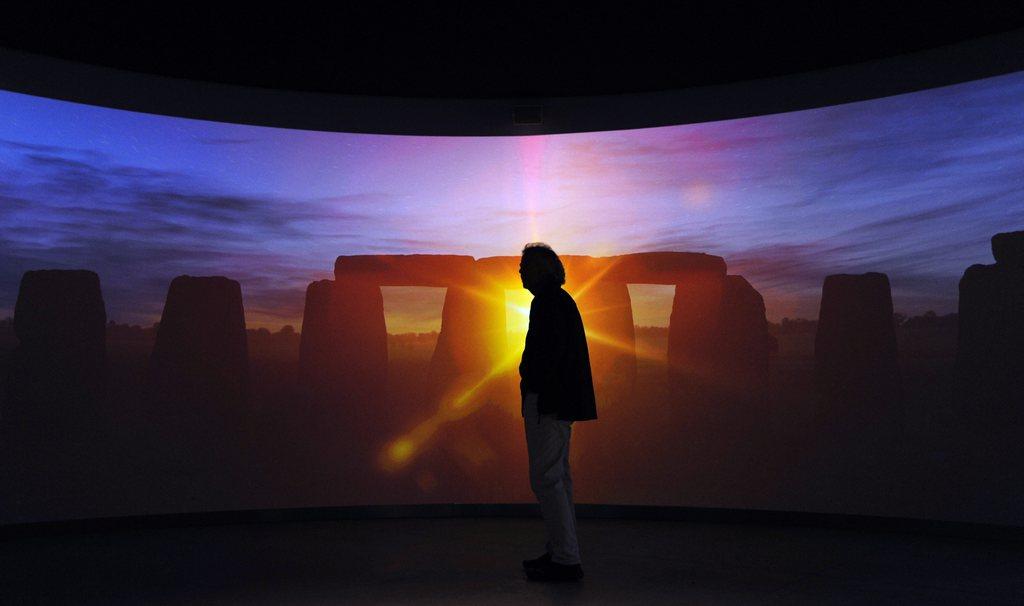 In der neuen Ausstellung in Stonehenge, England EPA/FACUNDO ARRIZABALAGA