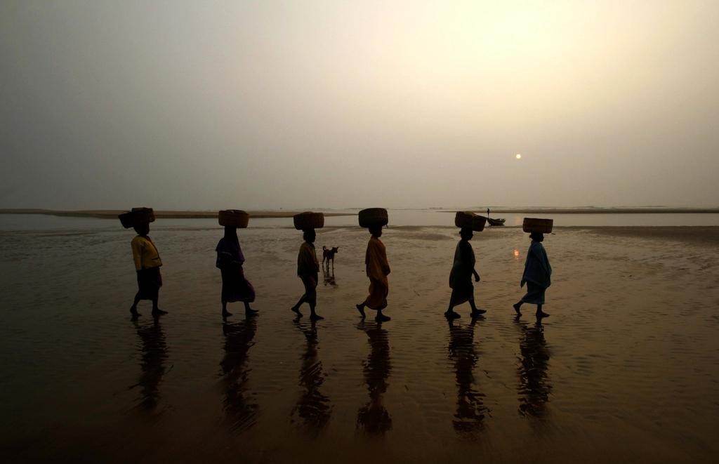Fischerfrauen, Golf von Bengalen, Indien (AP Photo/Biswaranjan Rout)