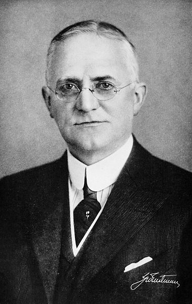 Bild 2: George Eastman (Quelle: Wikipedia, B. C. Forbes Publishing Co.)