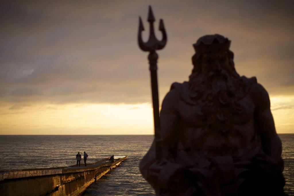 Neptun-Statue am Schwarzen Meer, Sotchi, Russland (AP Photo/Alexander Zemlianichenko)