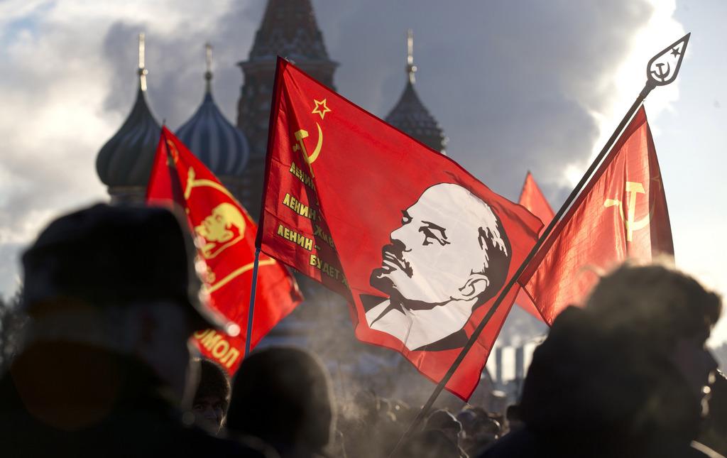 Aufmarsch zu Lenins Todestag auf dem Roten Platz in Moskau, Russland  (AP Photo/Pavel Golovkin)