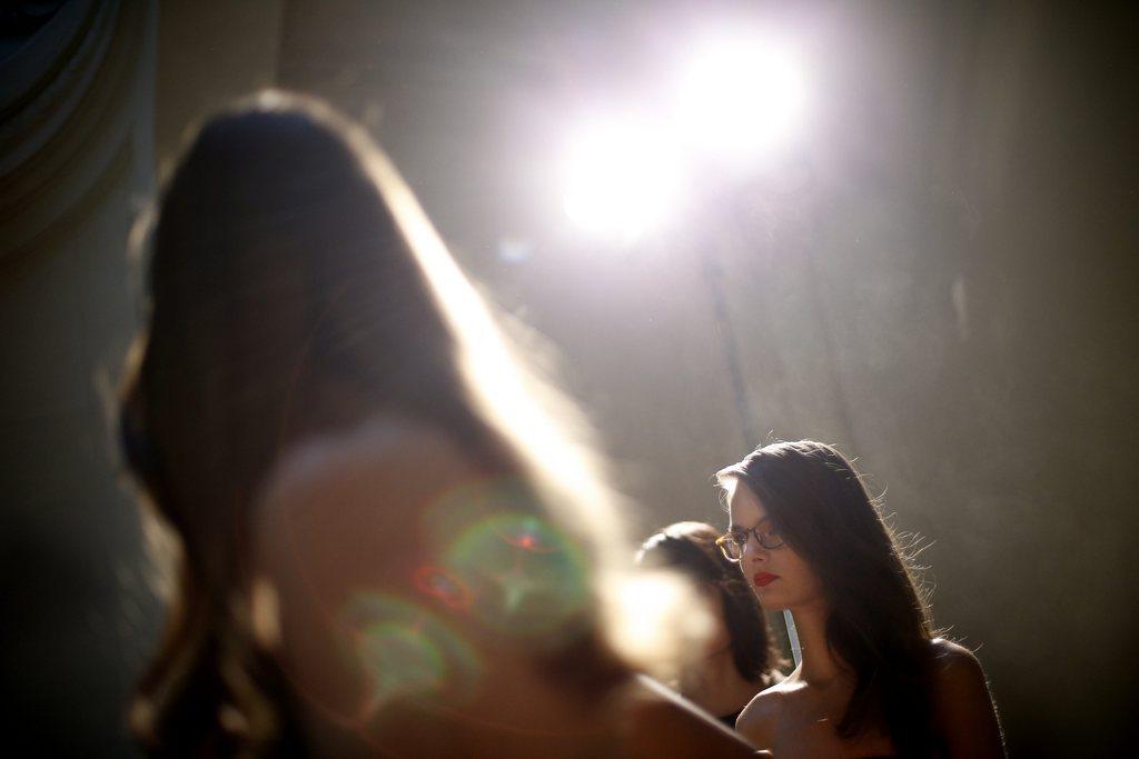 Vorbereitungen zur Modenschau in Paris, Frankreich (Keystone/EPA/Yoan Valat)