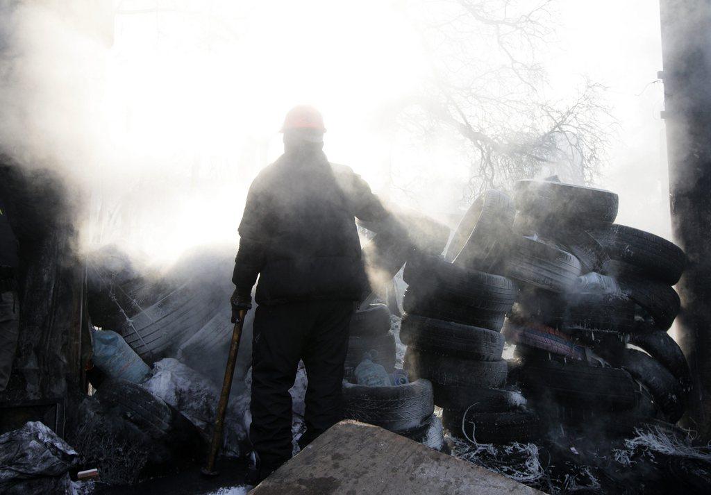 Morgendunst über den Barrikaden von Kiew, Ukraine EPA/ZURAB KURTSIKIDZE