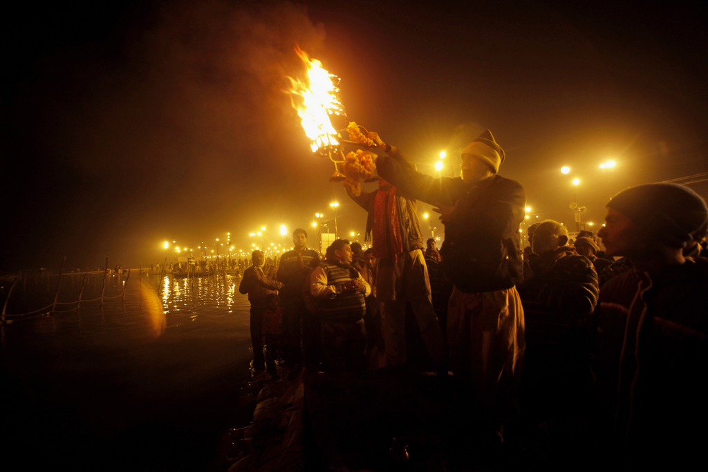 Priester am Ganges bei Allahabad, Indien (Keystone/AP Photo/Rejesh Kumar Singh)
