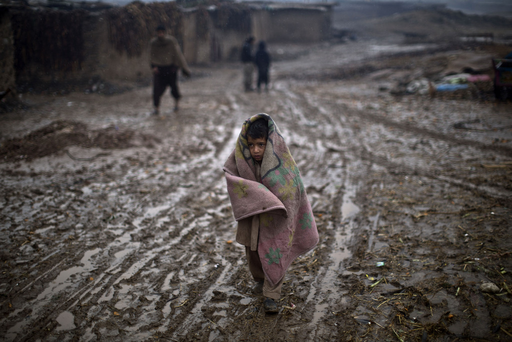 Schlammiger Weg außerhalb Islamabad Pakistan  (AP Photo/Muhammed Muheisen)
